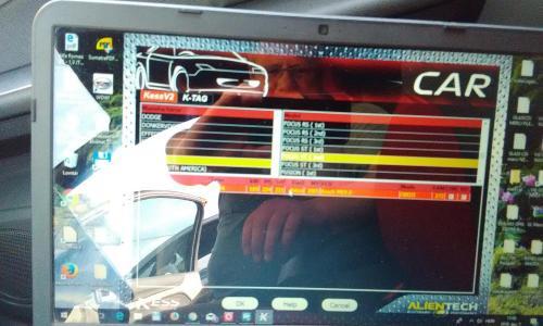 Chiptuning motor computerből fájl leolvasása és módosítása, módosított program visszatöltése a motorvezérlő computerbe.